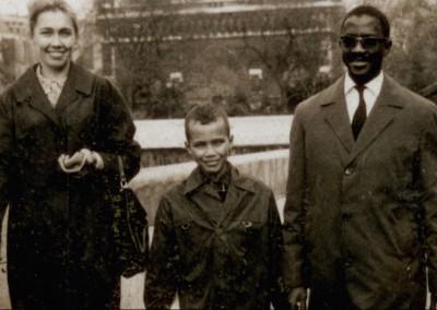 Moussa mellem sine forældre